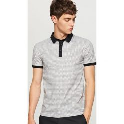 Wzorzysta koszulka polo - Szary. Koszulki polo męskie marki INESIS. W wyprzedaży za 49.99 zł.