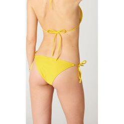 NA-KD Swimwear Dół bikini Triangle - Yellow. Żółte bikini damskie NA-KD Swimwear, w paski. Za 19.95 zł.