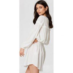 Trendyol Sukienka z marszczeniem w talii - White. Sukienki damskie Trendyol, z długim rękawem. W wyprzedaży za 56.67 zł.