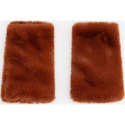 Futrzane rękawiczki - Bordowy. Rękawiczki damskie marki B'TWIN. W wyprzedaży za 29.99 zł.