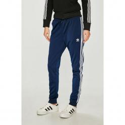 Adidas Originals - Spodnie. Szare spodnie materiałowe damskie adidas Originals, z poliesteru. Za 249.90 zł.