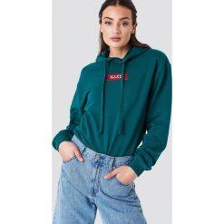 NA-KD Bluza z kapturem i logo NA-KD - Green. Zielone bluzy damskie NA-KD. W wyprzedaży za 113.37 zł.