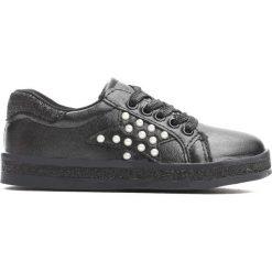 Czarne Buty Sportowe Uncouple. Czarne buty sportowe dziewczęce Born2be, z materiału. Za 49.99 zł.