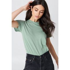 NA-KD Basic T-shirt basic - Green. Zielone t-shirty damskie NA-KD Basic, z bawełny, z okrągłym kołnierzem. Za 52.95 zł.