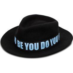 Kapelusz TRUSSARDI JEANS - Fedora Felt 59Z00107 K303. Czarne czapki i kapelusze damskie TRUSSARDI JEANS, z jeansu. W wyprzedaży za 229.00 zł.