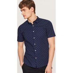 Koszula z mikroprintem slim fit - Granatowy. Niebieskie koszule męskie Reserved. Za 69.99 zł.