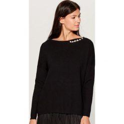 Sweter z aplikacją - Czarny. Czarne swetry damskie Mohito. Za 119.99 zł.