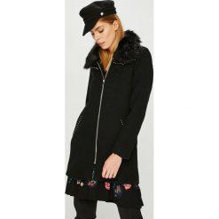 Desigual - Płaszcz. Czarne płaszcze damskie Desigual, z haftami, z materiału. W wyprzedaży za 599.90 zł.