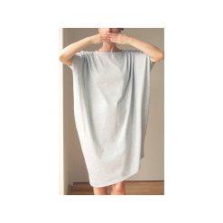 Asymetryczna sukienka krótki rękaw szara. Szare sukienki damskie One mug a day, z bawełny, z asymetrycznym kołnierzem, z krótkim rękawem. Za 199.00 zł.