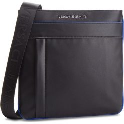Saszetka VERSACE JEANS - E1YSBB47  899. Czarne saszetki męskie Versace Jeans, z jeansu, młodzieżowe. Za 459.00 zł.