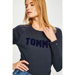 Tommy Hilfiger - Bluzka. Czarne bluzki damskie Tommy Hilfiger, z aplikacjami, z bawełny, z okrągłym kołnierzem. Za 179.90 zł.