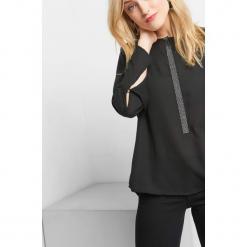 Bluzka z diamencikami. Czarne bluzki damskie Orsay, z poliesteru, z okrągłym kołnierzem. Za 89.99 zł.