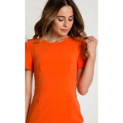 Pomarańczowa dopasowana sukienka z podszewką i krótkim rękawem BIALCON. Brązowe sukienki damskie BIALCON, na lato, biznesowe, z kopertowym dekoltem, z krótkim rękawem. W wyprzedaży za 221.00 zł.