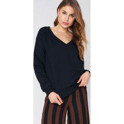 NA-KD Basic Bluza basic z dekoltem V - Black. Czarne bluzy damskie NA-KD Basic, z bawełny. Za 100.95 zł.
