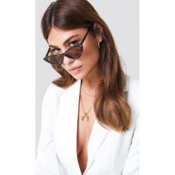 NA-KD Accessories Zdobione okulary przeciwsłoneczne kocie oczy - Brown. Brązowe okulary przeciwsłoneczne damskie NA-KD Accessories. Za 80.95 zł.