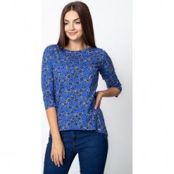 Niebieska bluzka w czarne kwiaty QUIOSQUE. Czarne bluzki damskie QUIOSQUE, w kwiaty, z jeansu, z długim rękawem. W wyprzedaży za 59.99 zł.