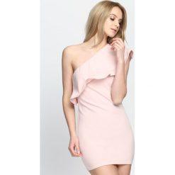 Różowa Sukienka Loves Me Like You Do. Czerwone sukienki damskie Born2be, na lato. Za 64.99 zł.