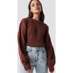 Trendyol Sweter ze splotem - Red. Czerwone swetry damskie Trendyol, z dzianiny, z okrągłym kołnierzem. Za 121.95 zł.