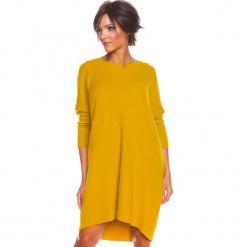 """Sukienka """"Calli"""" w kolorze musztardowym. Żółte sukienki damskie So Cachemire, z kaszmiru. W wyprzedaży za 217.95 zł."""