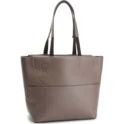 Torebka CALVIN KLEIN - Dual Shopper K60K604473 002. Szare torebki shopper damskie Calvin Klein, ze skóry ekologicznej. Za 599.00 zł.