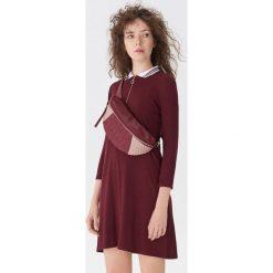 Sukienka z kołnierzykiem polo - Bordowy. Czerwone sukienki damskie House, polo. Za 89.99 zł.