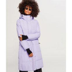 Fioletowy płaszcz z kapturem - Fioletowy. Płaszcze damskie marki FOUGANZA. W wyprzedaży za 199.99 zł.