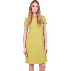Oliwkowa sukienka z krótkim rękawem i ozdobą przy dekolcie BIALCON. Zielone sukienki damskie BIALCON, na lato, wizytowe, z kopertowym dekoltem, z krótkim rękawem. W wyprzedaży za 209.00 zł.