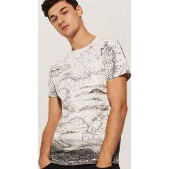 T-shirt z nadrukiem all over - Kremowy. Białe t-shirty męskie House, z nadrukiem. Za 49.99 zł.