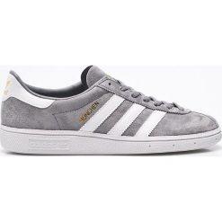 Adidas Originals - Buty. Szare buty sportowe męskie adidas Originals, z materiału. W wyprzedaży za 299.90 zł.