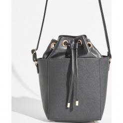 Torebka kuferek - Czarny. Czarne torebki do ręki damskie Sinsay. Za 59.99 zł.