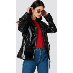 NA-KD Trend Lakierowana kurtka ze sztucznej skóry - Black. Czarne kurtki damskie NA-KD Trend, z lakierowanej skóry. Za 323.95 zł.