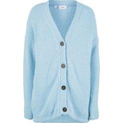 Sweter rozpinany z puszystej przędzy bonprix pudrowy niebieski. Kardigany damskie marki KALENJI. Za 59.99 zł.