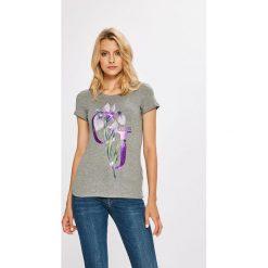 Guess Jeans - Top. Szare topy damskie Guess Jeans, z nadrukiem, z bawełny, z okrągłym kołnierzem, z krótkim rękawem. W wyprzedaży za 99.90 zł.