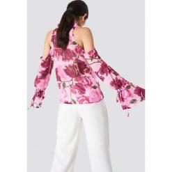 NA-KD Koszula z wycięciami na ramionach - Pink. Różowe koszule damskie NA-KD, z poliesteru, z długim rękawem. Za 121.95 zł.