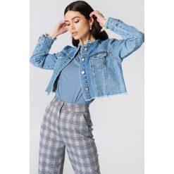 NA-KD Trend Krótka kurtka jeansowa - Blue. Niebieskie kurtki damskie NA-KD Trend, z bawełny. Za 202.95 zł.