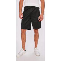 Adidas Originals - Szorty. Szare krótkie spodenki sportowe męskie adidas Originals. W wyprzedaży za 179.90 zł.