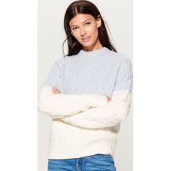 Teksturowany sweter - Niebieski. Niebieskie swetry damskie Mohito. Za 169.99 zł.