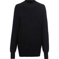 Sweter ze stójką bonprix czarny. Czarne swetry damskie bonprix, ze stójką. Za 89.99 zł.