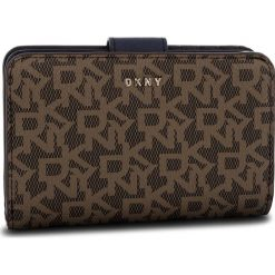 Duży Portfel Damski DKNY - Bryant Sm Carryall R831J659 Macha Logo-Nvy 6MN. Brązowe portfele damskie DKNY, ze skóry ekologicznej. Za 419.00 zł.