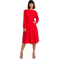 Czerwona Rozkloszowana Dzianinowa Sukienka z Gumką w Tali. Czerwone sukienki damskie Molly.pl, z dzianiny, biznesowe, z klasycznym kołnierzykiem. Za 155.90 zł.