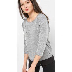 Lekki sweter z perełkami. Szare swetry damskie Orsay, z dzianiny. Za 69.99 zł.