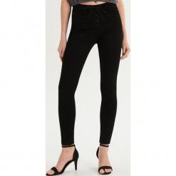 Spodnie skinny z wiązaniem - Czarny. Czarne spodnie materiałowe damskie Sinsay. Za 79.99 zł.