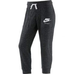 """Spodnie dresowe """"Gym Vintage"""" w kolorze czarnym. Spodnie sportowe damskie Nike Women, z dresówki. W wyprzedaży za 108.95 zł."""