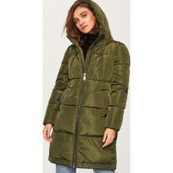 Pikowany płaszcz z kapturem - Khaki. Brązowe płaszcze damskie Reserved. Za 229.99 zł.