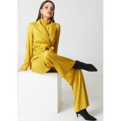 NA-KD Spodnie dzwony z wysokim stanem - Yellow. Żółte spodnie materiałowe damskie NA-KD, z materiału. W wyprzedaży za 97.17 zł.