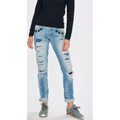 Guess Jeans - Jeansy Starlet. Niebieskie jeansy damskie Guess Jeans. W wyprzedaży za 399.90 zł.