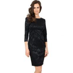 Elegancka sukienka z rękawem 3/4  BIALCON. Czarne sukienki damskie BIALCON, z materiału, eleganckie, z okrągłym kołnierzem. W wyprzedaży za 249.00 zł.
