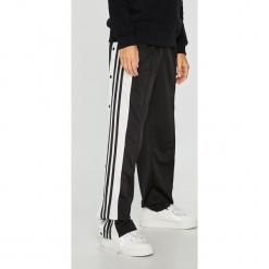 Adidas Originals - Spodnie. Szare spodnie materiałowe damskie adidas Originals, z poliesteru. Za 279.90 zł.
