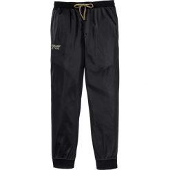 Spodnie sportowe trykotowe bonprix czarny. Czarne spodnie sportowe męskie bonprix, z nadrukiem. Za 109.99 zł.