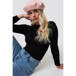 Trendyol Sweter Milla - Black. Czarne swetry damskie Trendyol, z dzianiny, z okrągłym kołnierzem. Za 80.95 zł.